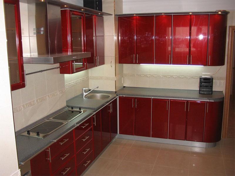 Дизайн кухни 8 кв.м с вентиляционным коробом