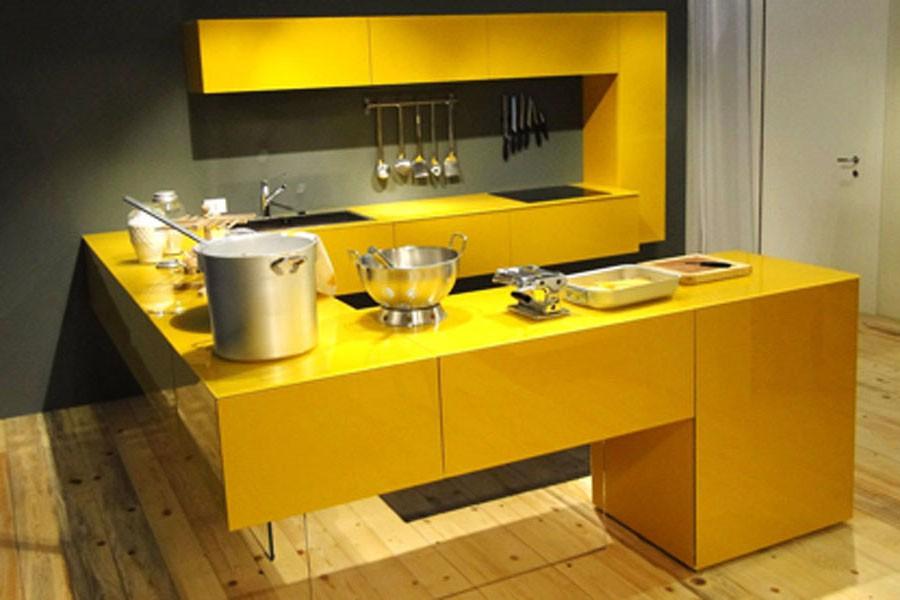 Черно желтая кухня